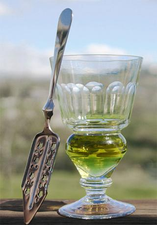 Absinthe-glass.jpg by Freebase